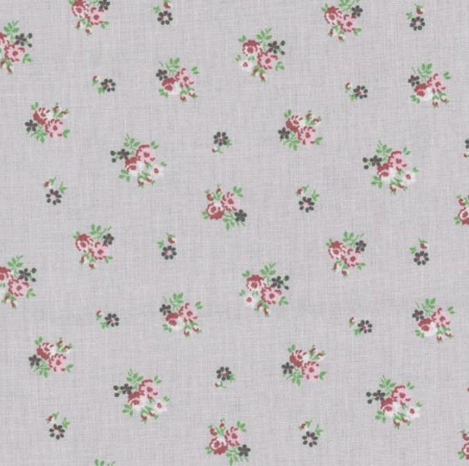 Tissu gris bouquets de roses rouges sur fond blanc