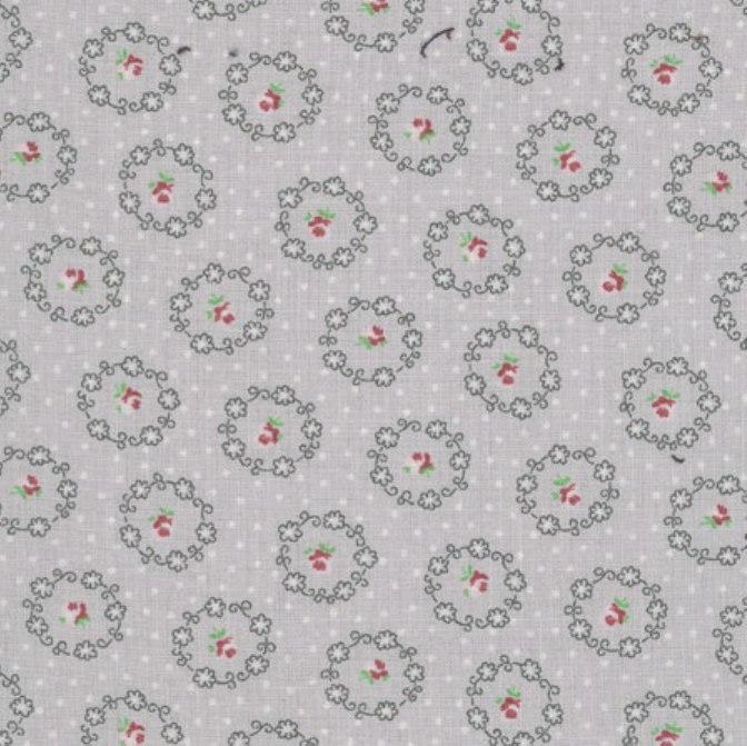tissu-gris-roses-dans-medaillons