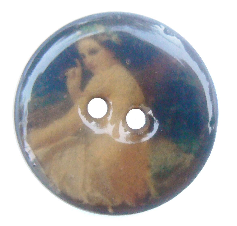 Bouton laqué en noix de coco Portrait de Femme 19ème siècle de 30 mm de diamètre