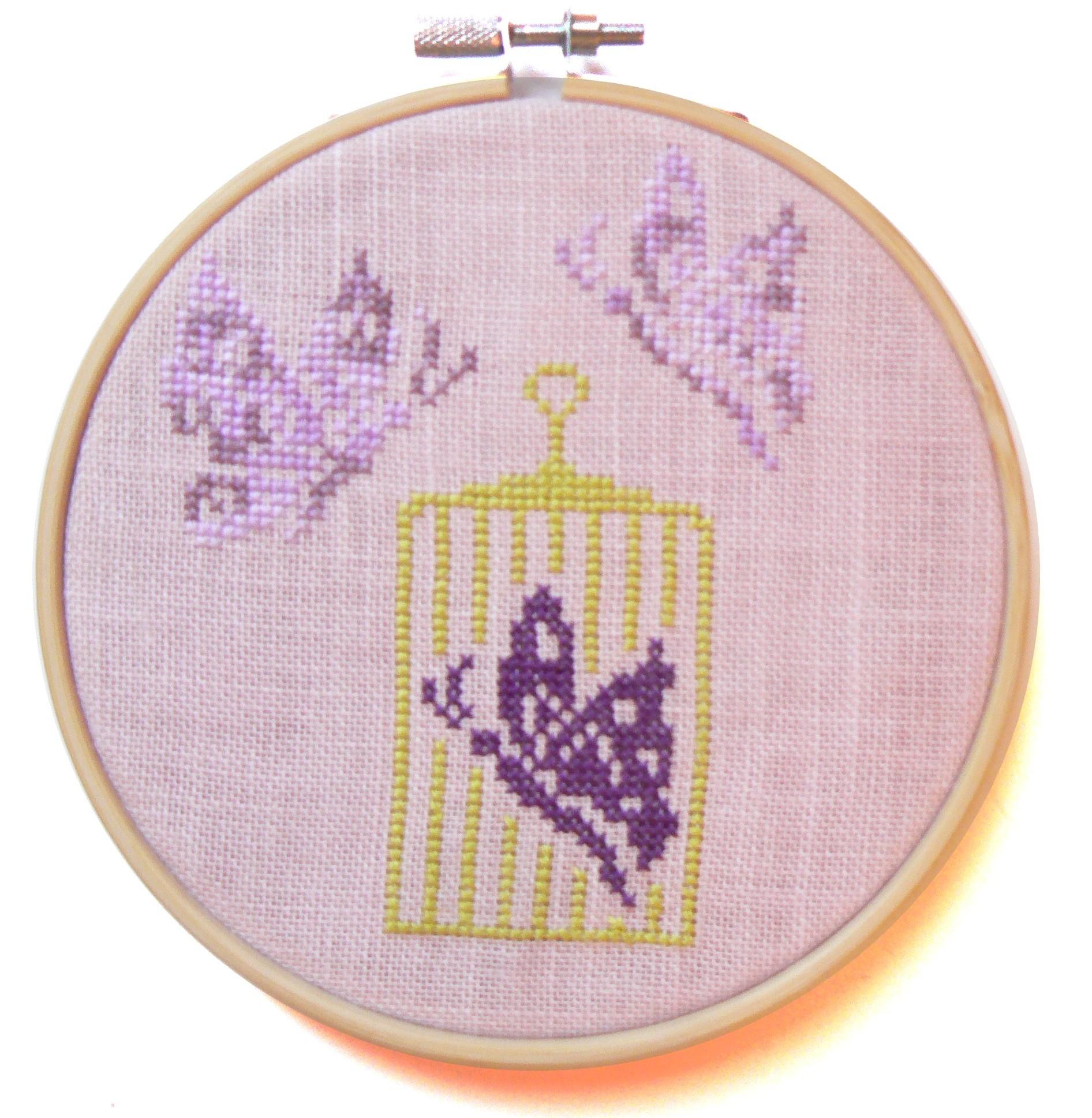 Mod le de broderie au point de croix la cage aux papillons - Apprendre le point de croix ...