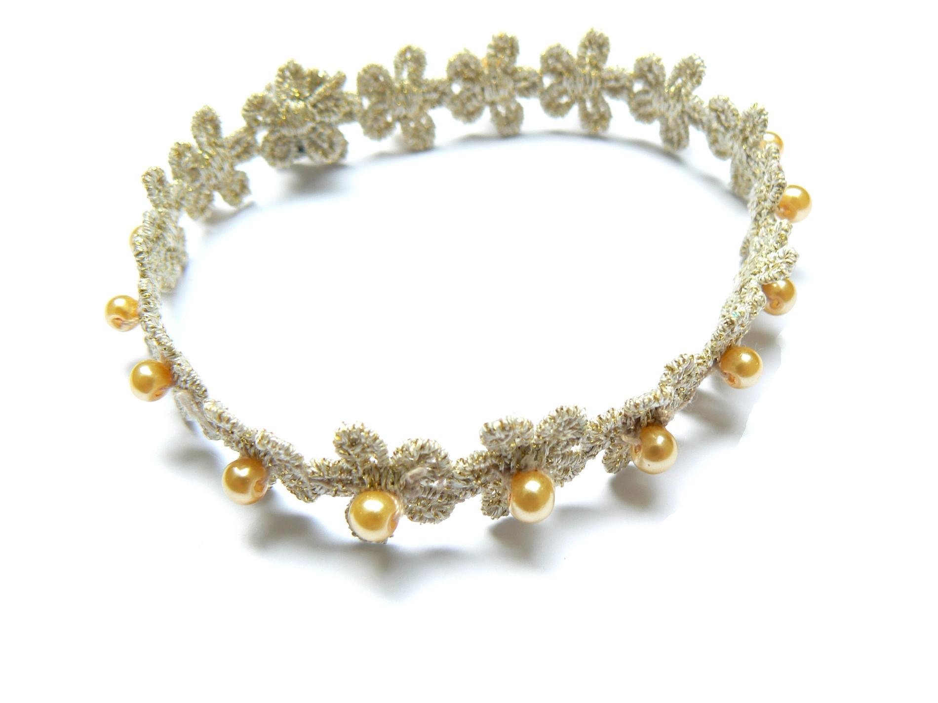 Bracelet-perles-sur-guipure-de-fleurs