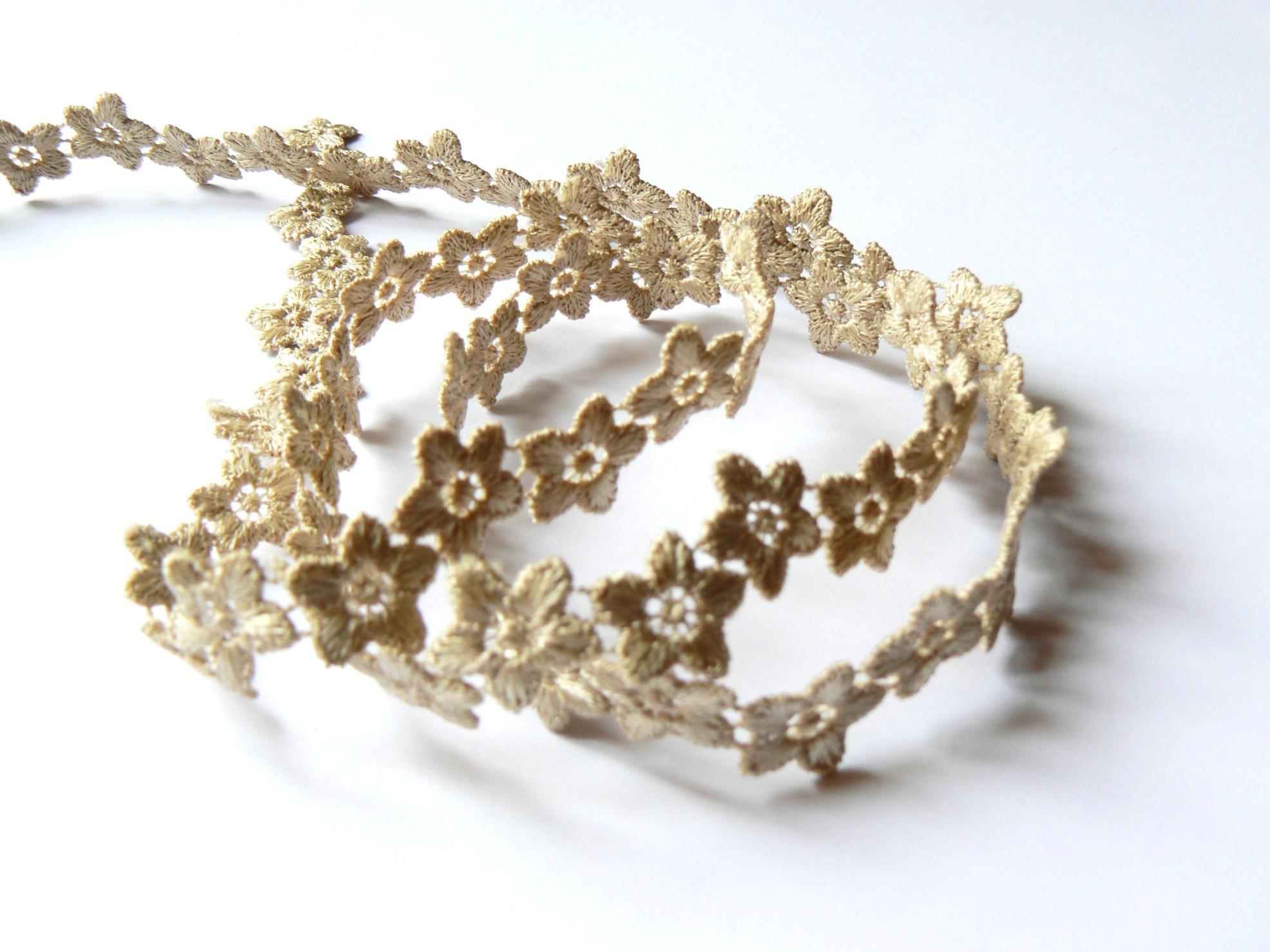 Guipure fleurs beiges galon dentelle 10 mm