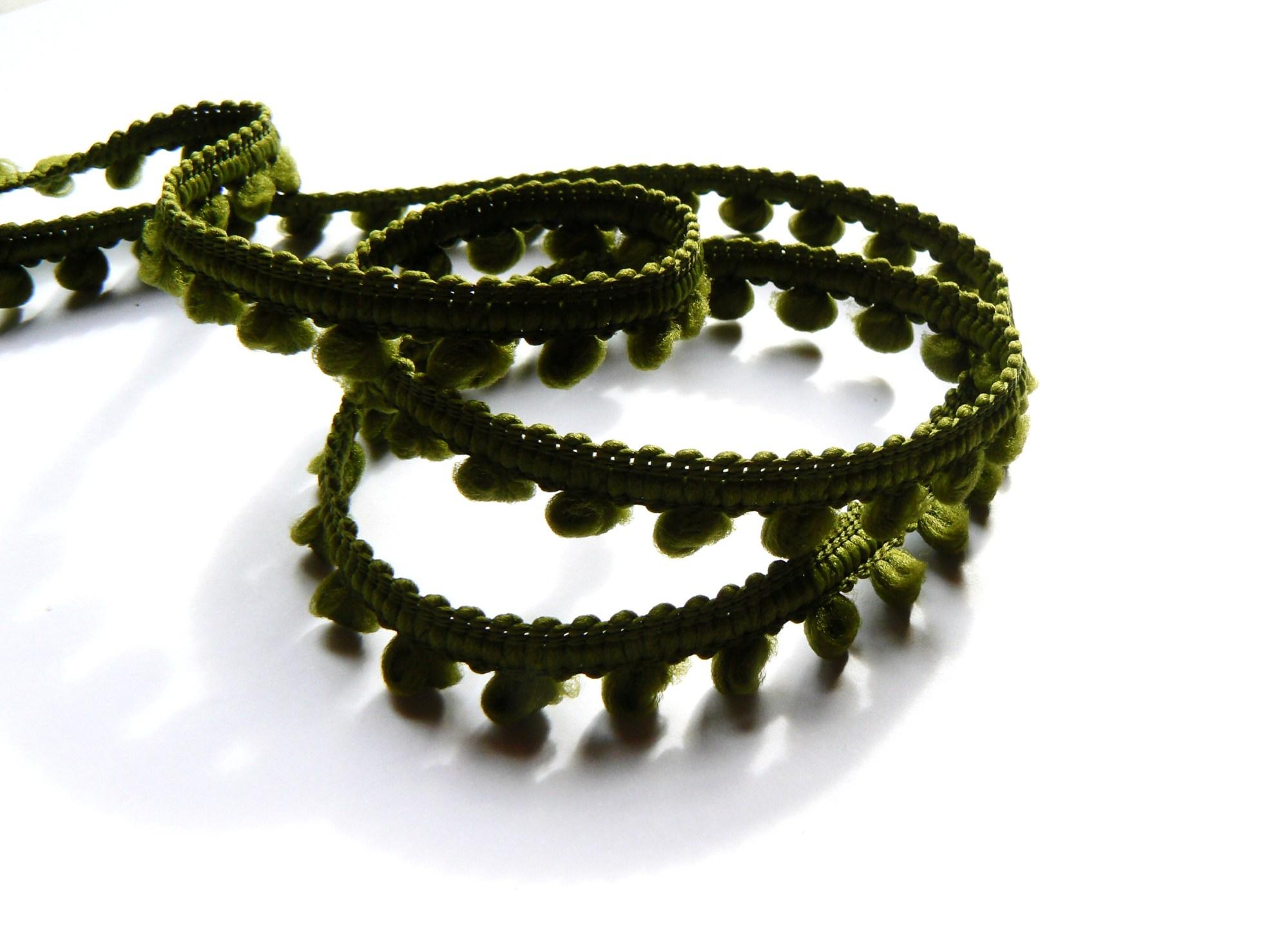Galon pompons vert olive