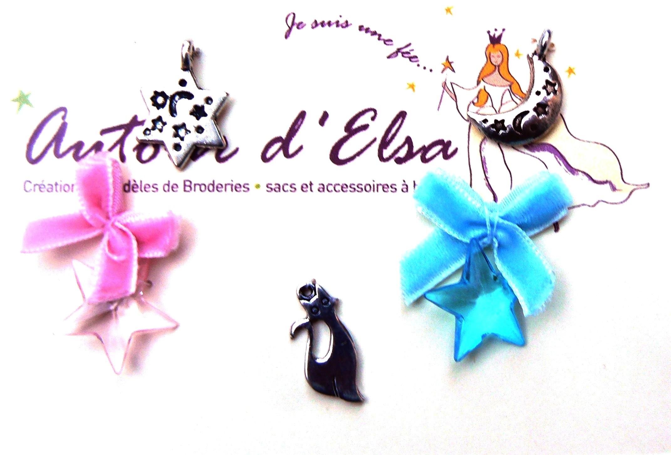Charm chat et petit noeud en velours rose et bleu