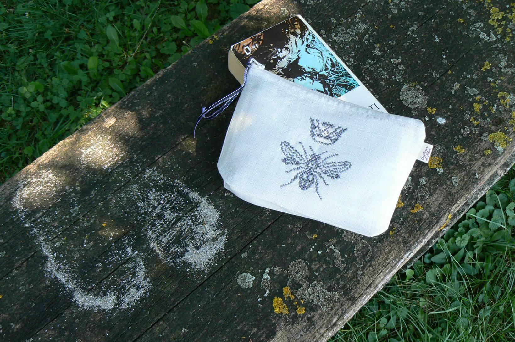 Trousse-abeille-couronne-grise