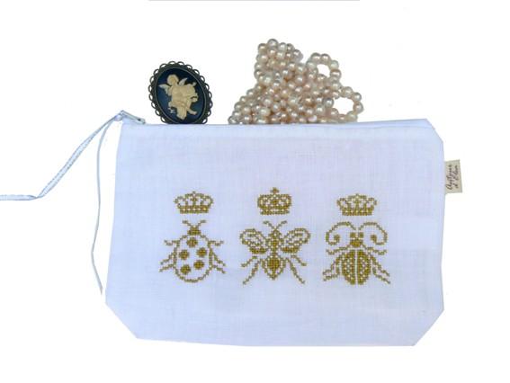 Trousse blanche 3 insectes et couronnes Small