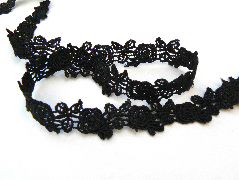 dentelle-roses-noires
